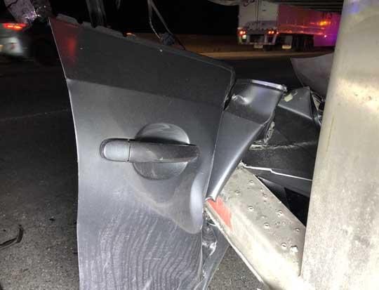 Car slams into transport December 18, 202010