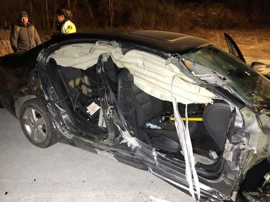 Car slams into transport December 18, 20206
