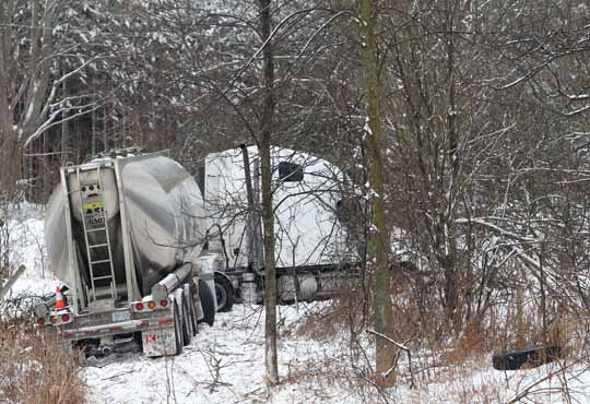 Jack Knifed Tractor Trailer Highway 401 Newtonville February 22, 2021204
