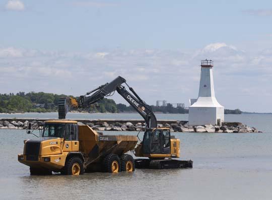 Digging Cobourg Harbour June 15, 20213123